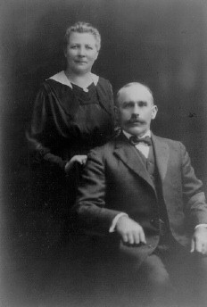 Photograph of Elisabeth and John Nelke, my great grandparents, 1910
